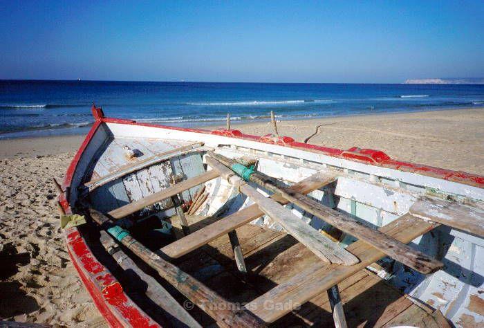 Fischerboot am Strand. Zahara de los Atunes