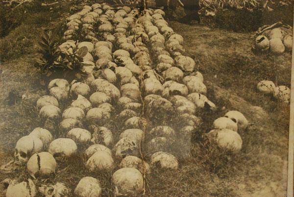 Die ersten Toten waren die Brillenträger aus Phom Phen. Sie galten als Interlektuell. Wer eine Palme nicht erklettern konnte wurde getötete, er galt als Wissender.