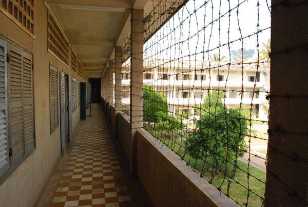 Die Gitter, damit keiner ohne Geständnis in den Tod springt.
