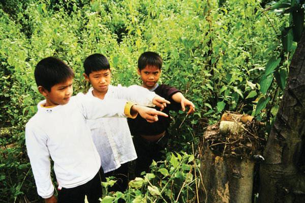 Kinder finden Bomben am ehesten beim Spielen. Stolz zeigen sie ihren tödlichen Fund