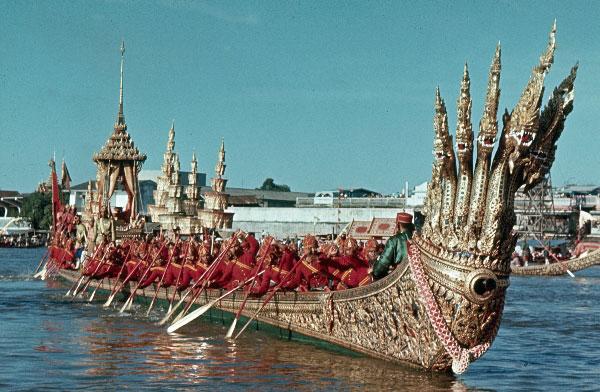 1966. Thailand. Bangkok. Königliche Barke.