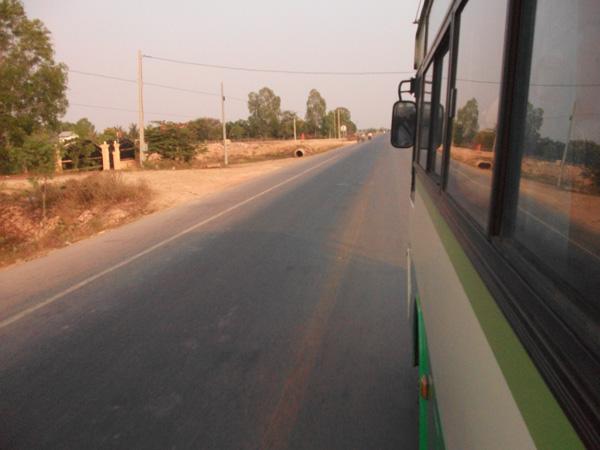 Die neue Nationalstrasse - Kambodschas Nabelschnur