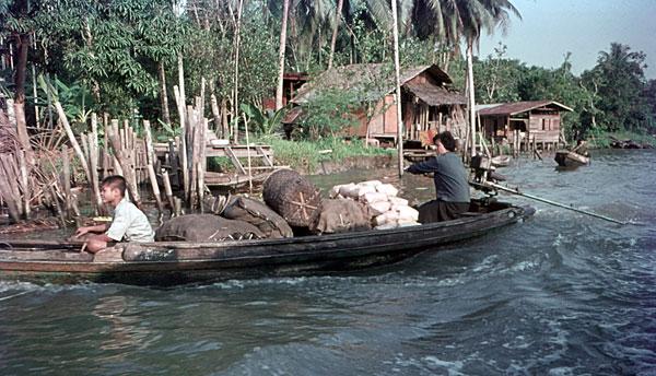 1975. Bangkok. Mutter und Sohn.