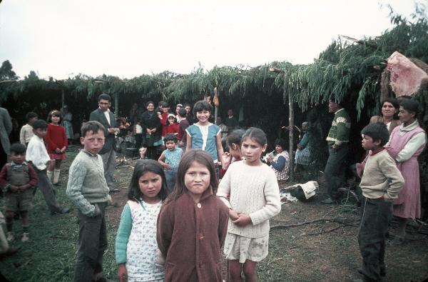 Ngillatun, Alle Dorfbewohner ziehen während des Festes in Laubhütten um