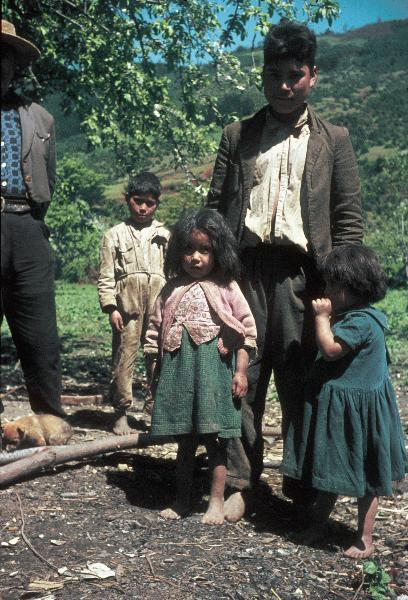 Ureinwohner: Mapuchen. Vater und Kinder.