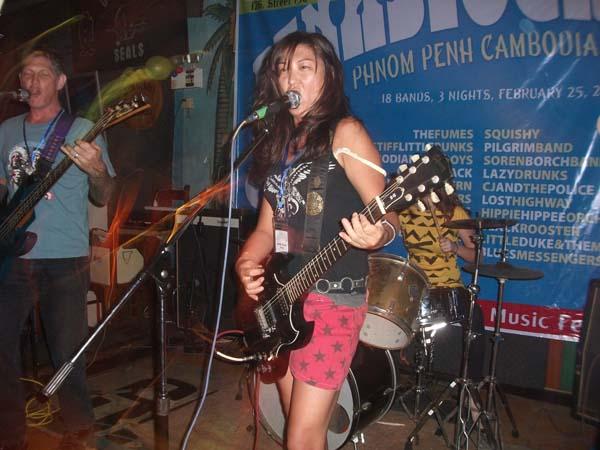 Frau und Gitarre