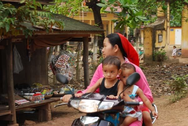Frau und zwei Kinder