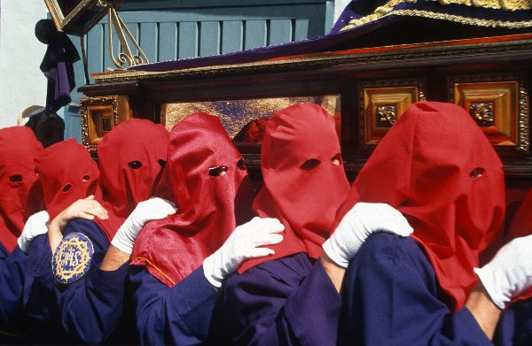 Rote Kapuzen. Prozesssion