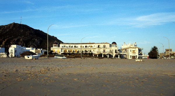 Rechts: Hotel Gran Sol