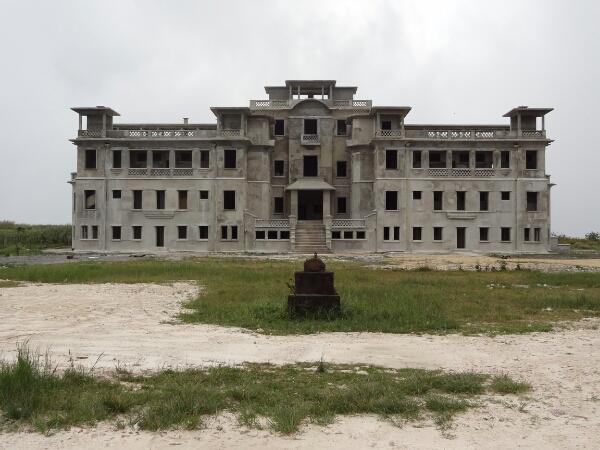 Das Casino von Bokor. Der Beton ist noch feucht.