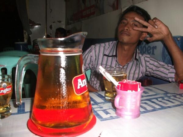 Jug - 2,5 Liter Bier für vier Mann in 10 Minuten