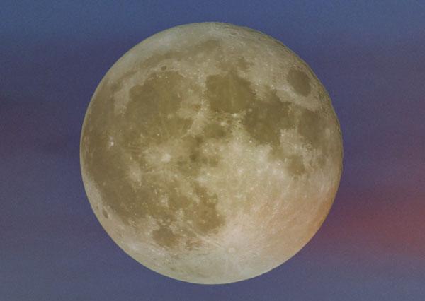 Tante Hilde auf dem Mond